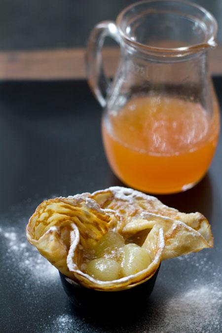 Crepes con uvas y salsa de pomelo flensjes met druiven en for Salsa para crepes