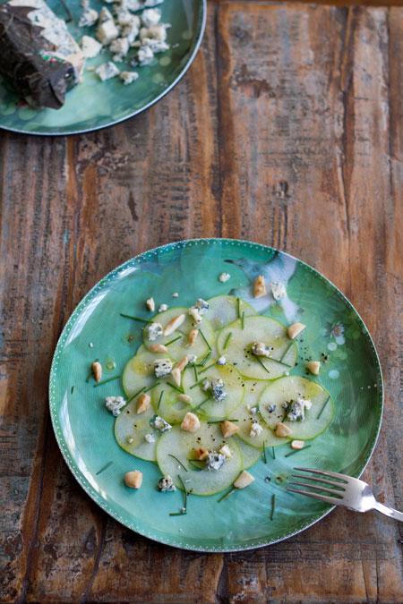queso Cabrales con manzanas y aceite de oliva