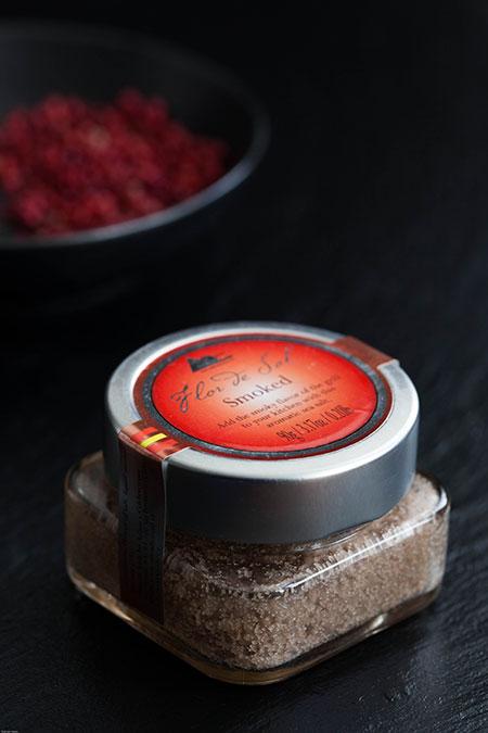 Chocolate con pimienta rosa y sal ahumada (chocola met roze peper en gerookt zout)