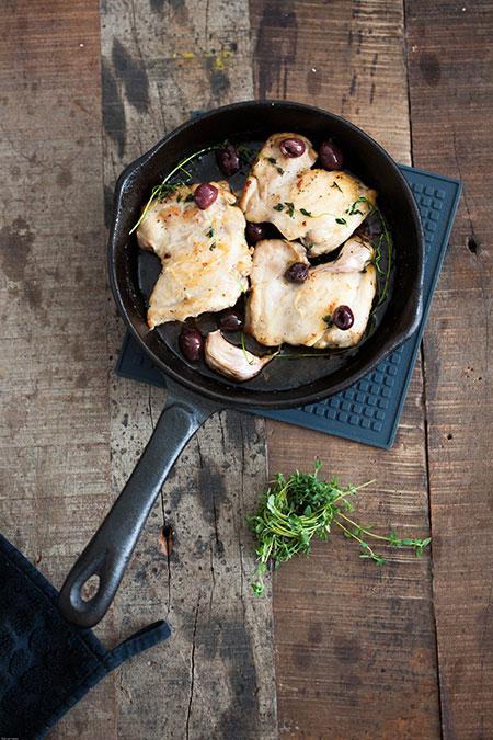 Pollo con tomillo y aceitunas negras (kip met tijm en zwarte olijven)