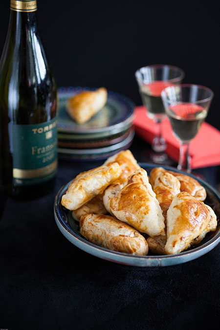 Empanadas de pollo con chorizo (kippasteitjes met chorizo in bladerdeeg)