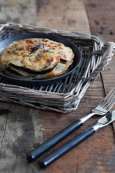Milhojas de patatas, berenjena y tomillo (torentje van aardappel, aubergine en tijm)