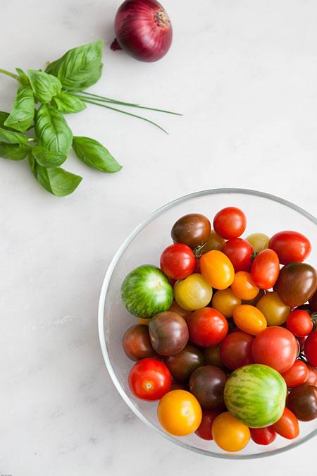 Ensalada de tomates con albahaca (tomatensalade met basilicum)
