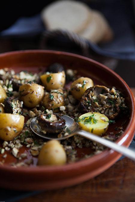 Bolets amb patatas (paddenstoelen met aardappelen)