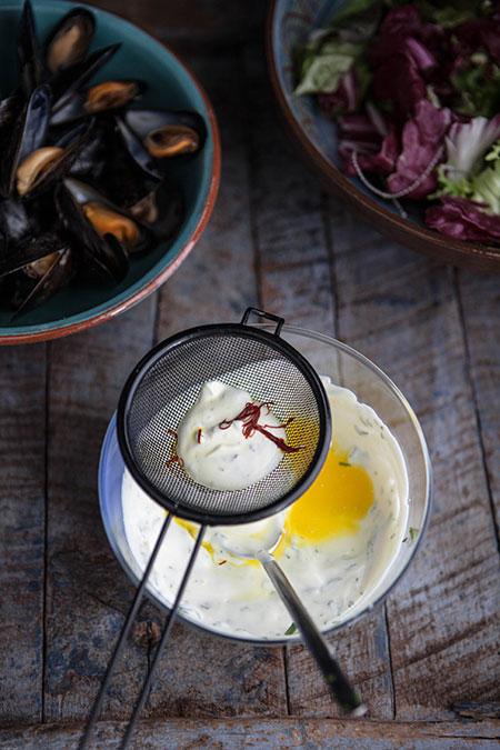 Salade met mosselen en een safraan dressing