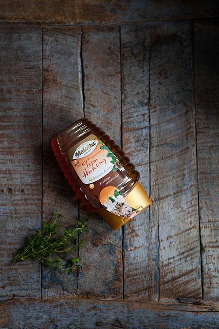Helado de miel con tomillo sobre manzanas asadas (tijm honing ijs op gebakken appeltjes)