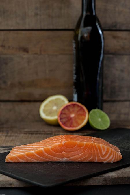 Brochetas de salmón marinado en zumo de citricos (zalmspiesjes gemarineerd in citrusvruchten sap)