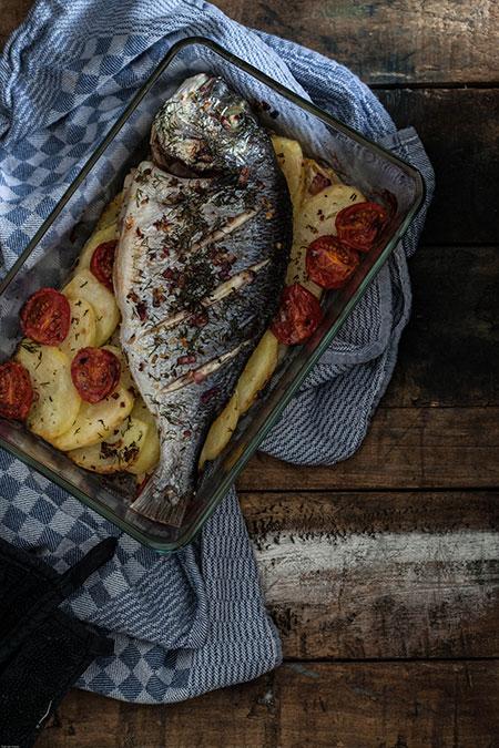 Dorada con hinojo y patatas al horno (dorade met venkel en aardappelen uit de oven)
