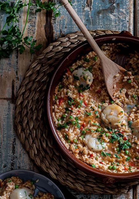Cazuela de arroz con vieiras y guisantes (rijst met coquilles en doperwten)