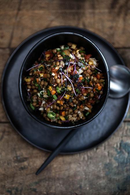 Ensalada de lentejas con verduritas cruda (linzensalade met rauwe groenten)