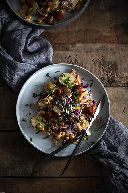 Ensalada de patatas, pimientos, chorizo y maiz (aardappelsalade met paprika, chorizo en mais)