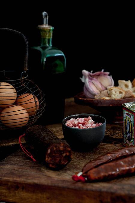 Migas, morcilla, chorizo, pancetta y huevo (brood, bloedworst, chorizo, pancetta en ei)