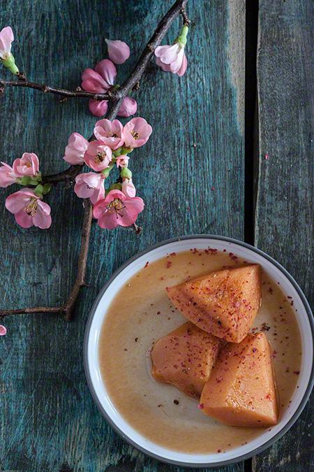 Membrillo estofado con especias (gestoofde kweeperen met specerijen)