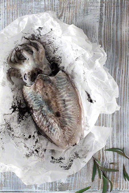 Estofat de sèpia amb patates (stoofschotel van zeekat met aardappelen)