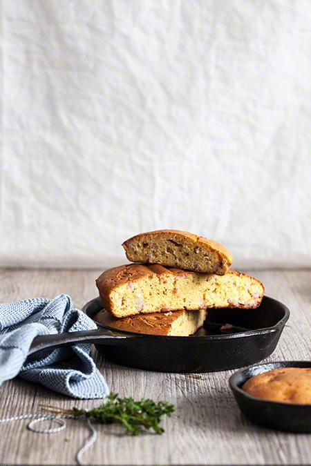 Maïsbrood met ui en spek