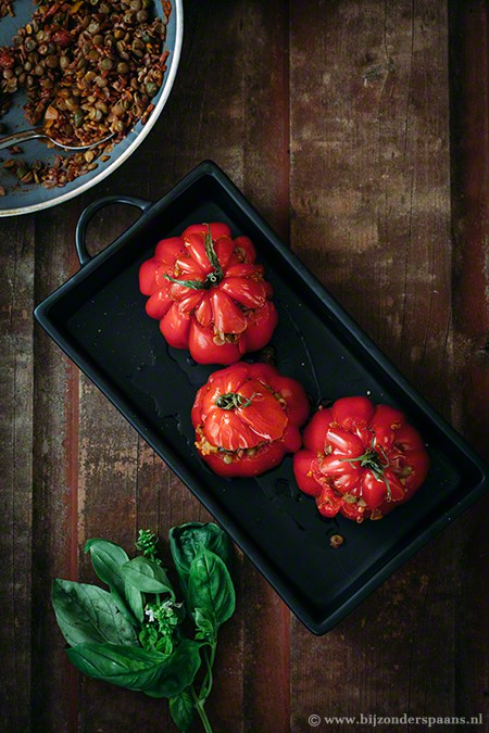 Gevulde tomaten met rijst en linzen (tomates rellenos con arroz y lentejas)