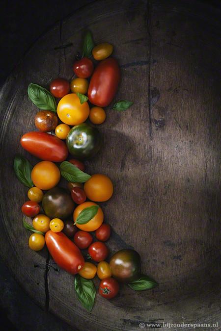Galette van gekleurde tomaten, geitenkaas en ui