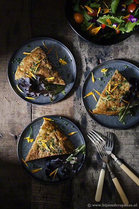 Tortilla met wilde paddenstoelen en aardappelen