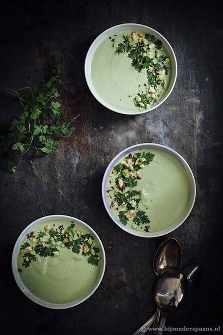 Romanesco soep met doperwten en kervel