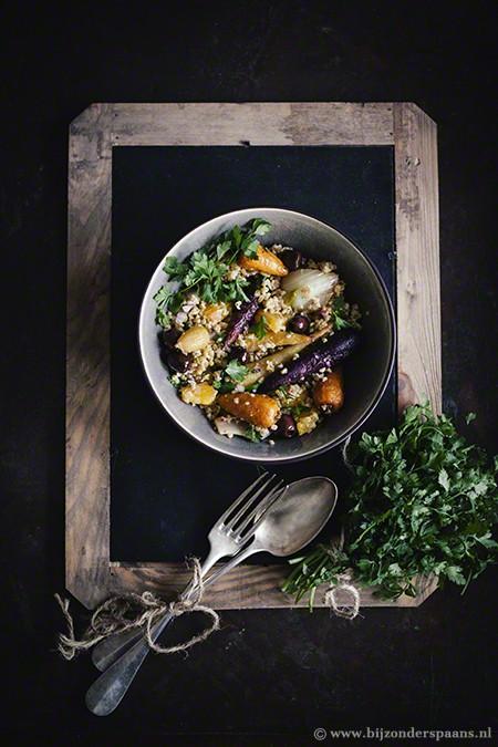 Salade van freekeh met geroosterde groenten en sinaasappel