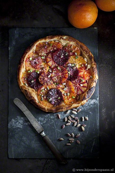 Bloedsinaasappel taart met gember en pistache