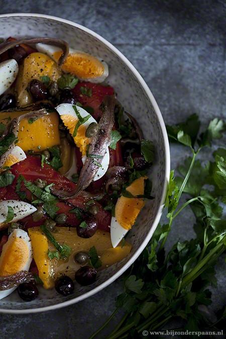 Salade van paprika, ei en ansjovis
