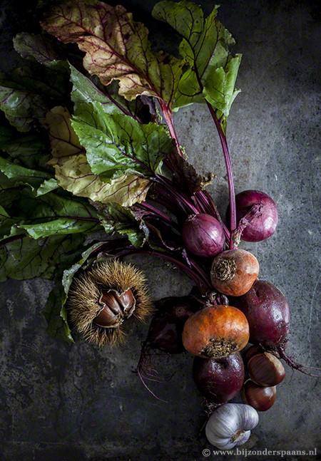 Geroosterde bieten, ui en kastanjes