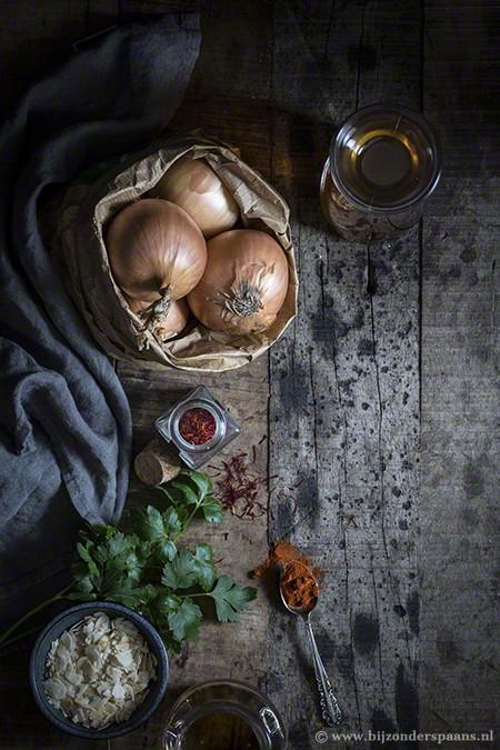Uiensoep met saffraan