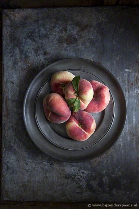 Perziktaart met gember, peper en tijm