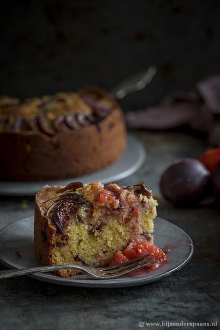Cake met pruimen en vijgen