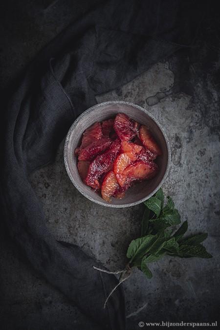 Bloedsinaasappelen met rode wijnsaus