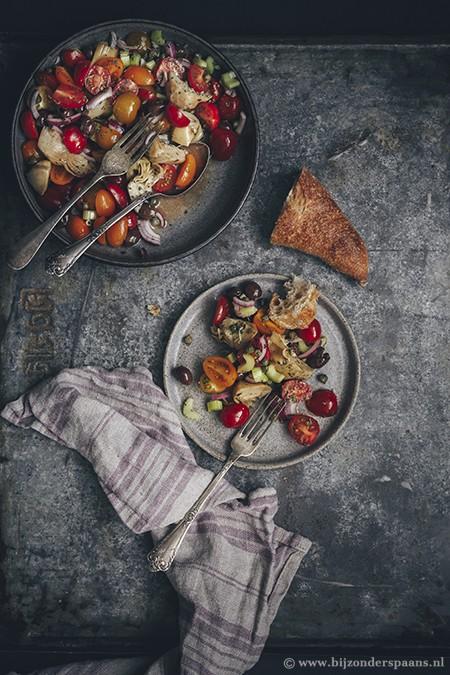 Salade met artisjokken en tomaatjes