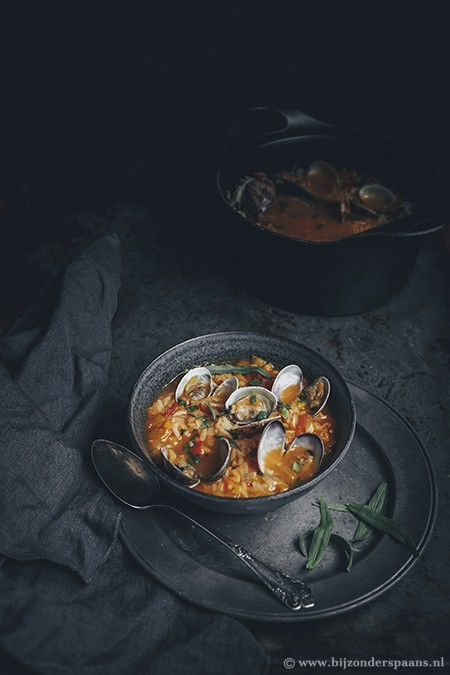Soep met rijst en kokkels