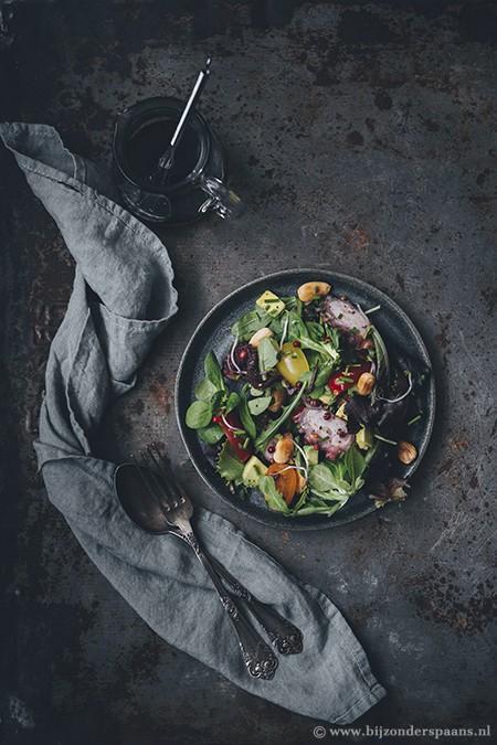 Salade met octopus en amandelen