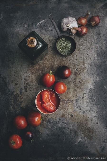Bladerdeeg met ham, kaas en tomaat