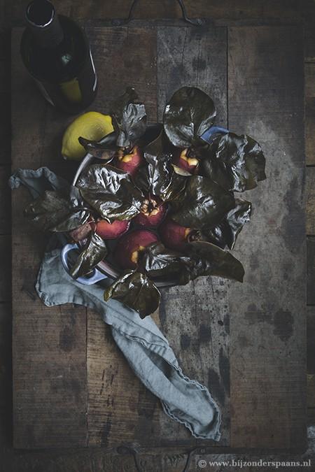 Kweeperen in rode wijn